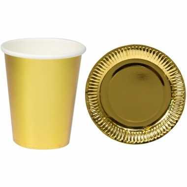 Set van 16x bekertjes/bordjes metallic goud feest thema wegwerp party benodigdheden